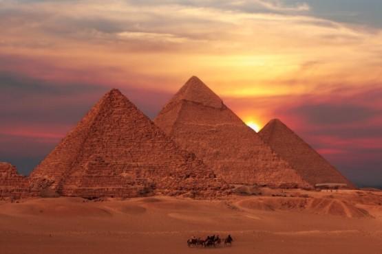 Puesta de sol en las Pirámides - Viaje a medida por Egipto