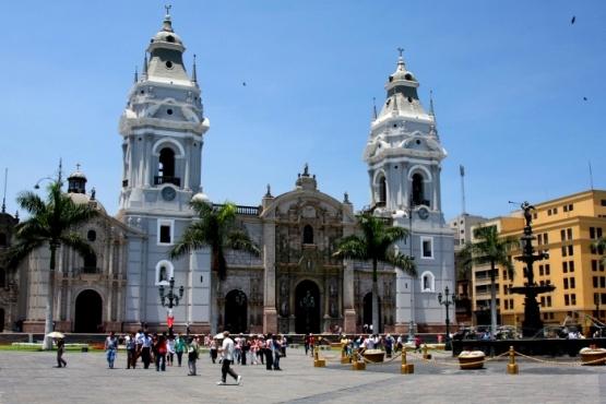 Plaza de armas en Lima - viaje a medida a Perú