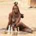Mujer Himba en la aldea educacional
