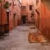 Uno de los bonitos callejones de la medina en Marrakech - Escapada a Marruecos